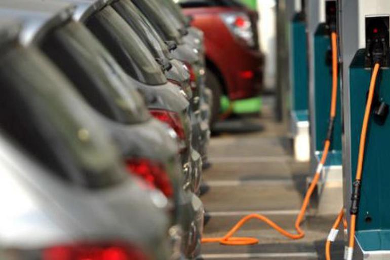新能源汽车销量连续5月大幅下滑,行业专家预计:明年下半年回暖