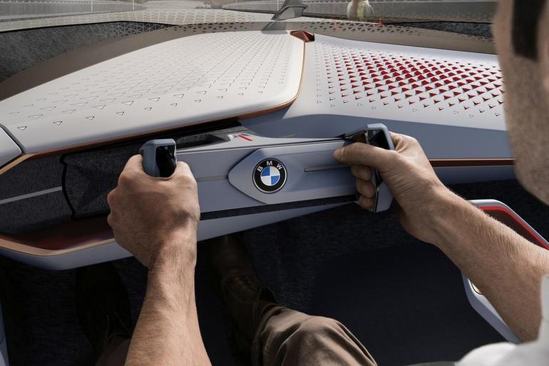 宝马申请变形式方向盘专利 iNext量产车或将首次列装
