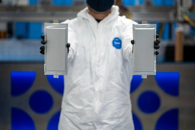 宝马投资1.3亿美元研发固态电池 持续引领电池技术发展
