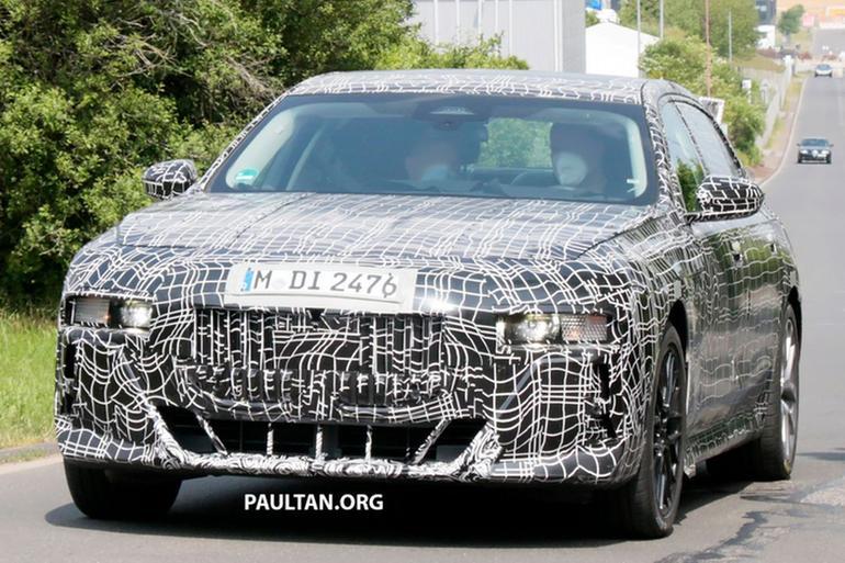 下一代宝马7系轿车伪装谍照曝光,内饰灵感来源于iX电动车