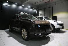 2017年11月28日,领克官方宣布领克01正式上市。本次上市的车型均搭载2.0T涡轮增压发动机,提供两驱版本和四驱版本车型,共计推出6款车型,售价区间为15.88-22.08万元。据悉,未来领克01还将推出1.5T车型。