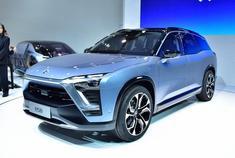 """蔚来汽车第二款车型——ES8将于12月16日上市,先期仅推出""""创始版""""一款车型,预计售价50万元左右,该车型先期仅发售1万辆。新车为纯电动中大型7座SUV,可以享受国家和地方的新能源补贴以及减免购置税政策。"""