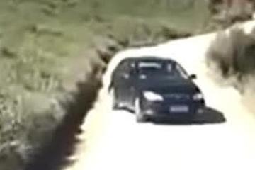 视频:这位女司机你的驾照是买的吗?