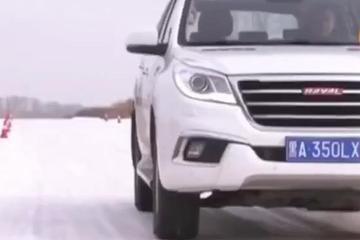 视频:冰雪路面驾驶降低胎压真的有用吗?