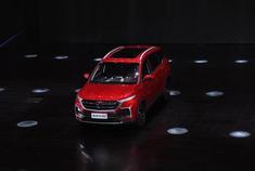宝骏全新紧凑型SUV——宝骏530于今日(2018年3月11日)正式上市,新车搭载1.5T和1.8L两种动力,共计推出8款车型,售价区间为售价7.58-11.58万元。