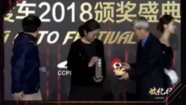 视频:年度中大型SUV奖 路虎·全新揽胜星脉