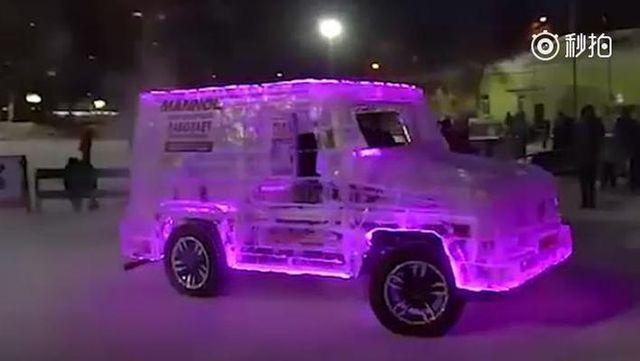 视频:男子没钱买车,用6吨冰造奔驰G