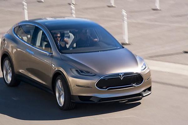 后座问题 特斯拉召回11000辆 Model X