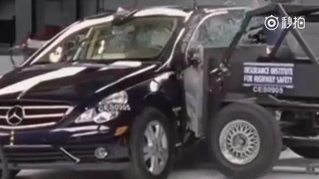 视频:2009款奔驰R级侧面碰撞测试