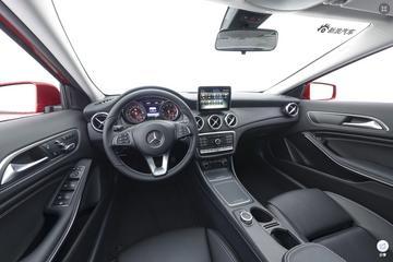 2018款奔驰GLA 220 4MATIC 运动型