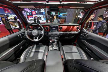 Jeep Gladiator皮卡全景内饰