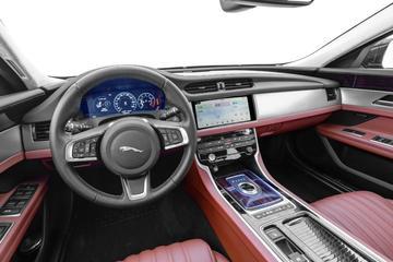 2019款捷豹XFL 2.0T自动四驱300PS奢华版