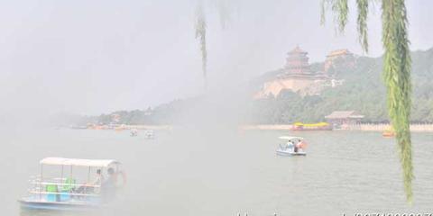 雾霾天的颐和园宛若仙境