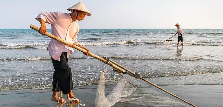 我國唯一海洋民族,竟踩著高跷捕蝦