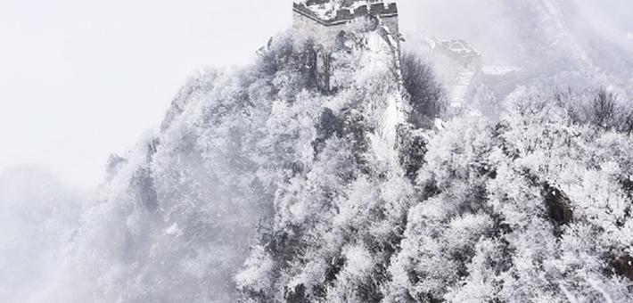 春雪飄落箭扣長城如夢如幻