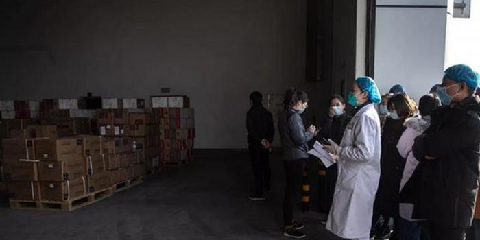 直击武汉抗疫物资领取现场:武汉协和本部不在名单上