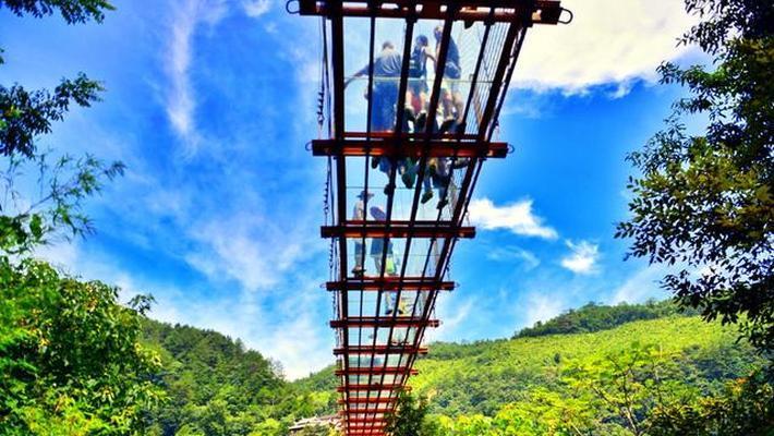 悬空玻璃桥让你心惊肉跳