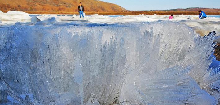 壮美!观赏开江跑冰排