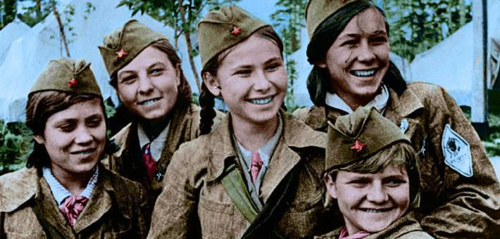 二战老照片:苏德战场上,美丽的苏军女兵