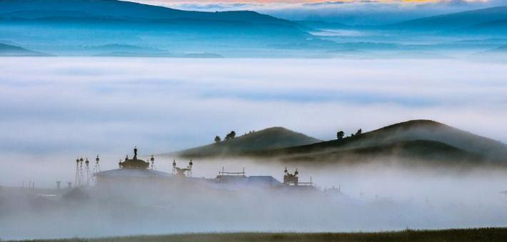 美如仙境的烏蘭布統草原晨霧