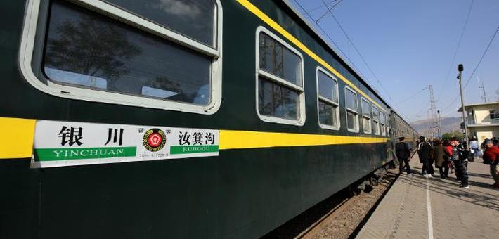 """乘坐中國""""最高齡""""的綠皮火車"""
