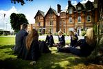 英國9所知名大學學費收入中國留學生占比超五分之一