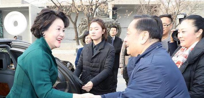 韩美林:我与韩国第一夫人握手