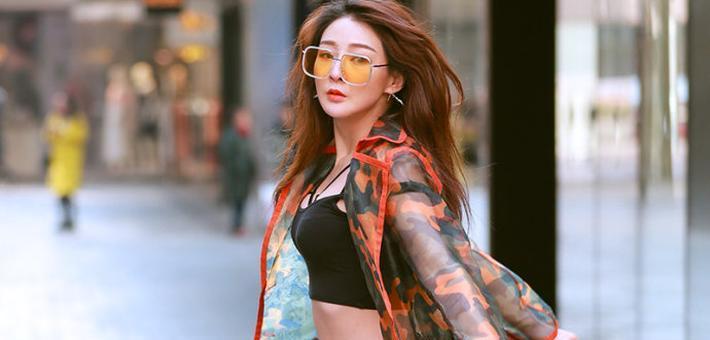 街拍:个性张扬的时髦美女