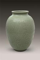 《百年好合》越窑青瓷刻花瓶