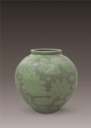 《荷塘月色》越窑青瓷刻花瓶