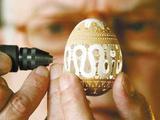 艺术家把蛋壳雕成艺术品