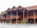 越南土豪建红木豪宅 造价达6千万