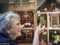 英国艺术家打造袖珍玩偶屋 屋内摆设一应俱全