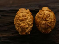 普通果仁下的万千景象 吴海珍的橄榄核雕