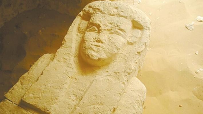 埃及两千年前古墓石棺上长脸