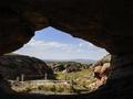 """考古学者探访四万年前新疆""""洞穴家园"""""""