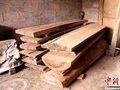 25吨走私红木私藏民宅被森警查获