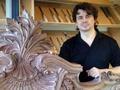 他坐过牢 跨过欧洲 不变的一生挚爱是木雕