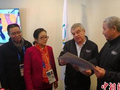 国际奥委会主席巴赫会见中国书画艺术家