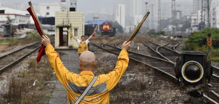 """重庆铁路枢纽最老驼峰""""退役"""""""