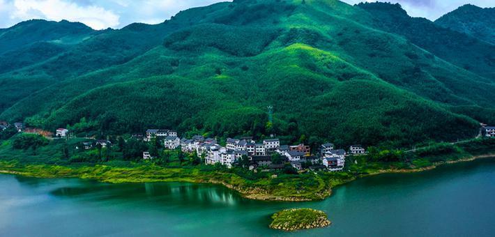 重庆梁平:微风拂过竹风湖