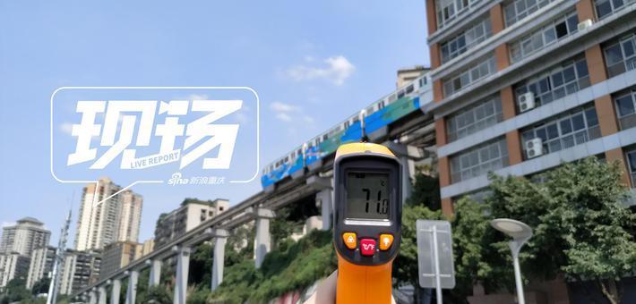 外地游客70℃高温打卡李子坝