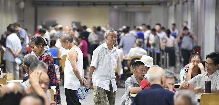 重庆市民防空洞里享清凉