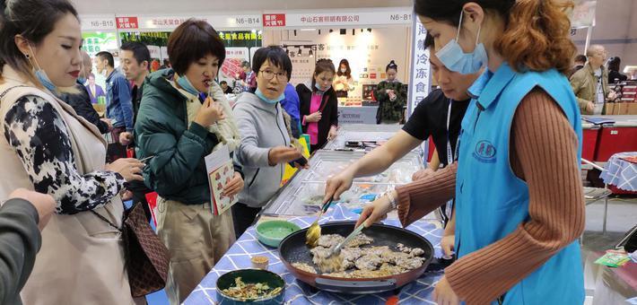 一起打望重庆火锅节上的吃货们