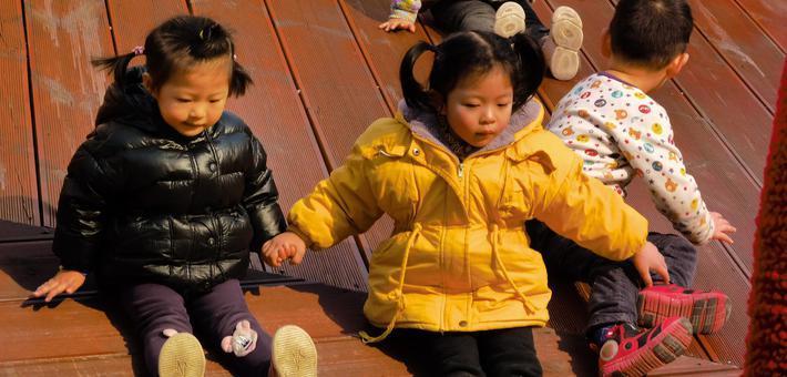 冬日暖阳下的重庆 市民享受日光浴