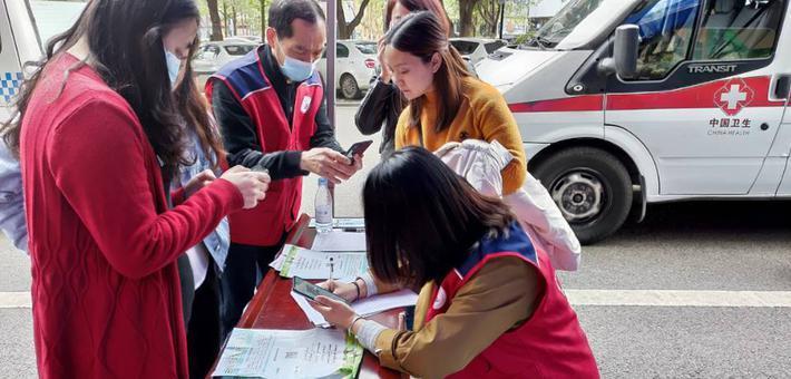 直击重庆各区新冠疫苗方舱接种点