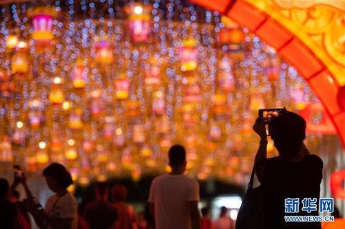 澳门:佳节气氛浓