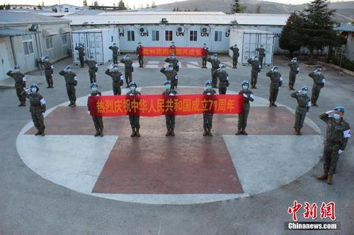 中国第19批赴黎维和医疗分队国庆中秋前向祖国致敬