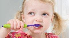 """幼儿刷牙推荐使用""""圆弧法"""""""