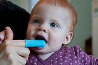 不同年龄宝宝口腔保健重点不同